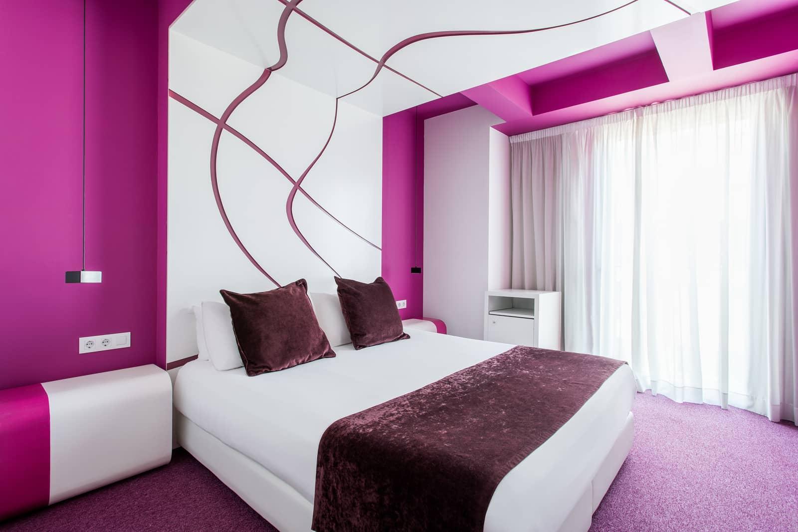 hotel room mate emma